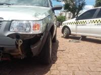 Motorista anda na contramão e Uno colide em táxi no centro de São Sepé