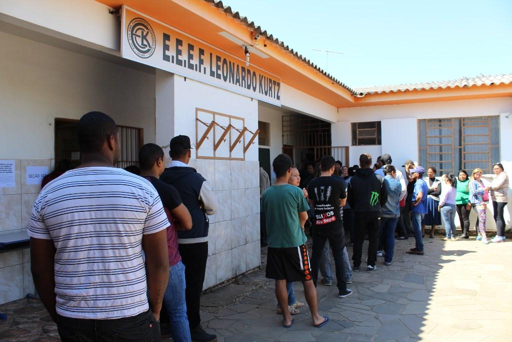 eleicoes-2016-sao-sepe-eleitores-urna-eletronica-voto-2