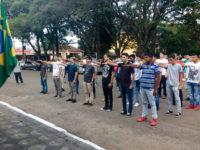 Cerimônia de juramento à bandeira reuniu mais de 40 jovens em São Sepé