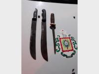 Polícia encontra facões escondidos em canteiros e bancos da Praça das Mercês