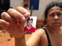 Mãe procura por filho que está desaparecido