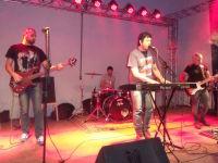 Rock em alta: banda Dois Decks leva 1º  Free Rock Festival