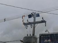 Cabos de energia pegam fogo no centro de São Sepé