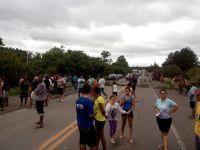 Moradores de Santa Maria bloqueiam BR 392 por causa de alagamentos