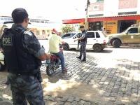 Operação policial realizada sexta-feira fiscalizou mais de 60 veículos