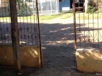 Ladrões furtam portões em duas residências do bairro Kurtz
