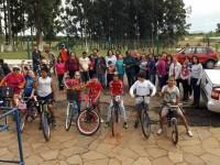 Escola CIEP celebra aniversário com passeio ciclístico