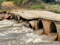Ponte na antiga saída para Caçapava do Sul está interrompida
