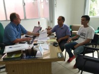 Vereador faz entrega de pedidos ao executivo municipal