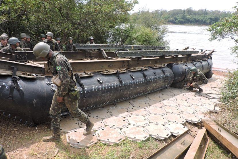 Construção de ponte mobiliza 300 militares em Cachoeira do
