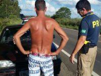 Motorista é detido após manobras perigosas em carro com seis pessoas