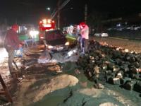 Motorista se descuida e cai em buraco de obra na Av. Getúlio Vargas