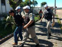 Polícia flagra homem com pacote de drogas próximo ao Presídio Estadual de São Sepé