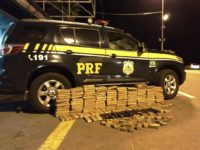 PRF flagra veículo com 125kg de maconha em Santa Maria