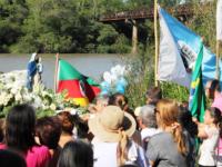 Festa de Navegantes reúne centenas de devotos no Balneário das Tunas
