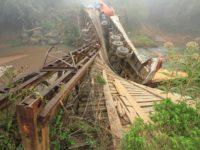 Capacidade de caminhão que caiu durante travessia de ponte era maior do que a permitida pela estrutura