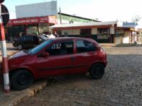 Carro vai parar na calçada após colisão no Centro de São Sepé
