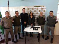 Brigada Militar recebe novo fuzil oriundo de verbas recolhidas pelo Judiciário