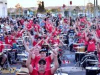 VÍDEO: mais de cem bateristas tocam ao ar livre em Santa Maria
