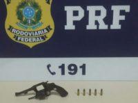PRF flagra condutor de São Sepé com arma de fogo na BR-392