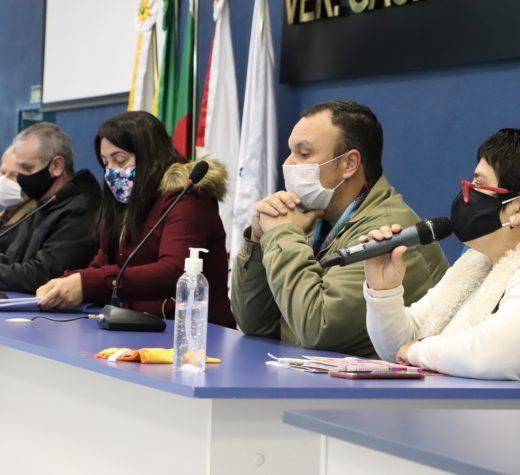 Representantes dos servidores municipais participam de reunião na Câmara