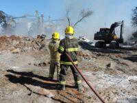 Bombeiros controlam fogo em antiga empresa química com apoio da Cotrisel
