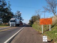 Interdição de ponte para veículos pesados na BR-290 seguirá por mais 45 dias